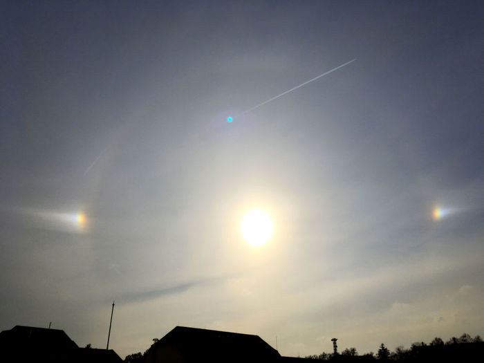 Right time, right place - Haloerscheinung mit Nebensonnen Halo Halo Weather Condition Astronomy Weather EyeEm Nature Lover EyeEm Gallery Cold Temperature Winter Halo Solar Halo Eclipse Lens Flare Space Scenics - Nature Silhouette Outdoors No People Low Angle View Beauty In Nature Sun Cloud - Sky Nature Sky Sun Dog Sun Dogs In The Sky A New Perspective On Life