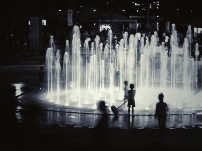 Kids and dancing fountain at night Fountain Fun Fountain Black And White Black & White YeosuEXPO Enjoying Life