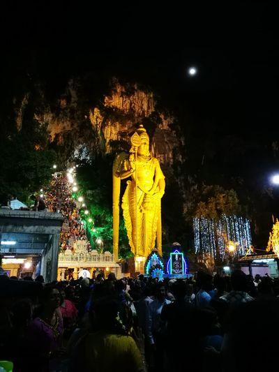 Malaysia Batu Caves Moonlight Hindu Hindu Temple Malaysia Batu Caves The City Light Carnival Crowds And Details