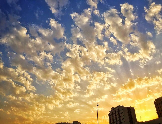 Sunshine Warmth iphone IPhone Photography rays Brilliant capture Scenic Morning amazing Sun warm Shot Clouds pattern Sky golden Peaceful burning Design IPhoneography fire Highlights Composition Photography Bright Yellow Amazing View Angle Dubai