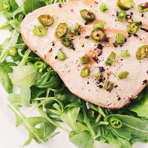 Tuna steak with green chilli and Rocket Tuna Tunafish Steak Rocket Green Chilli Healthy Food Healthy Eating Fish Salad