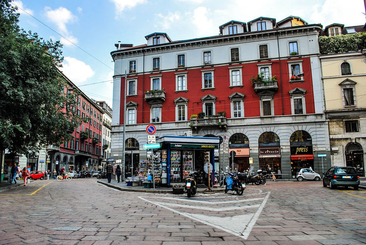 Largo Treves Brera Milano Newspaper Tadaa Community Vanishing Point Good morning Milan Open Edit Italy Italia Colori