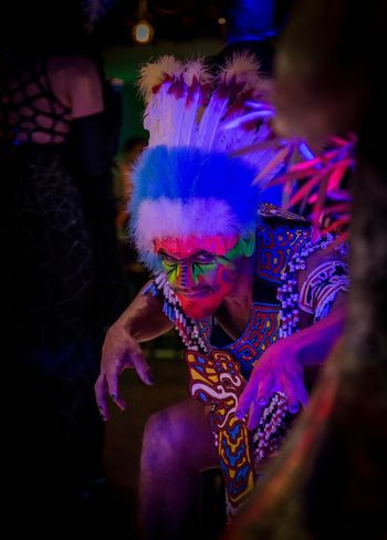 Face Paint Multi Colored Mid Adult Adult One Man Only PortraitAdults Only Smiling Real People Artistic Art Photography Artistic Photo Bodypainting Bodypaint Bodypainter Feather  Stage Make-up Headshot One Person Only Men People Happiness Headdress Outdoors Holi