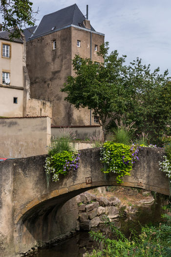 Arch Architecture Building Exterior Built Structure Castle Damaged Day Flowing Fortified Wall Fountain Growth History Lothringen Medival Old Old Town Outdoors Plant Pond Sky Stone Material The Past Tree Water Weathered