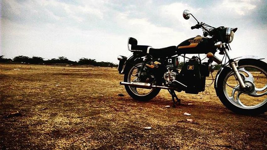 The most LETHAL-COMBO of my Life Bullet and Camera Bullet Royalenfield Royal बुलट रोयल_ऐनफीलड Ride RideRs_town RideWide YouthPowerAhemdabad Leatherjackets ArmyHelmets Bro_n_Me EnfieldTour HighWayRoaming CameraTrolls Mystyle Bikers DesiBiking Mysnap MyPhotography 😍💪💪 Cublible2tent Outbounderlife
