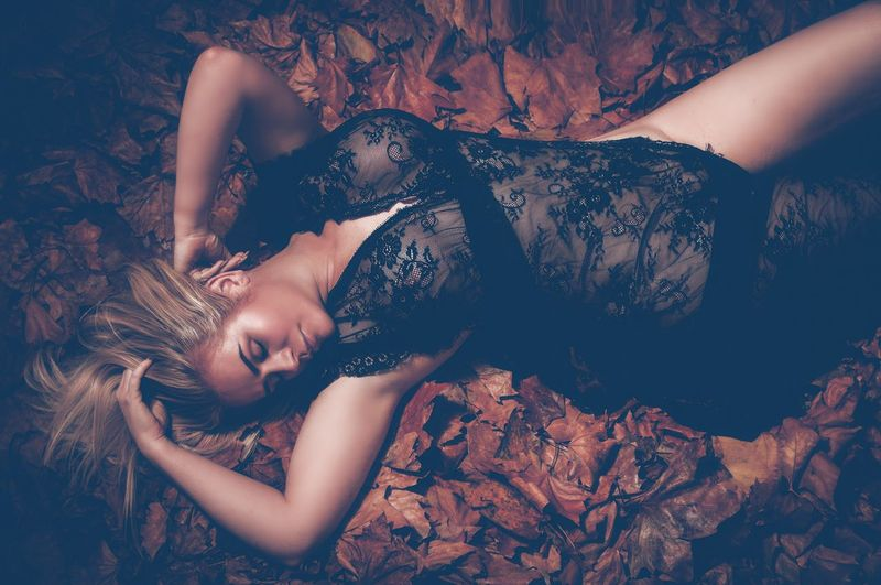 Leafs 🍃 Lying Down Women Adult One Person Furniture Young Adult Young Women High Angle View Eyes Closed  Beauty Clothing Hairstyle