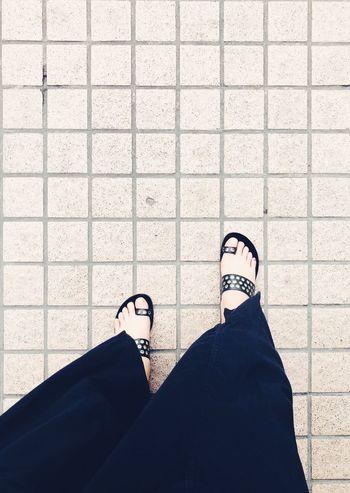 黑脚丫 Low Section Human Leg Personal Perspective Human Body Part Body Part Shoe Real People