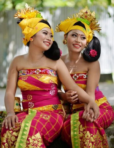Balinese Traditional Clothes Young Women Bride City Portrait Beautiful Woman Smiling Beauty Headdress Togetherness Beautiful People Traditional Dancing Traditional Festival Balinese Culture Powder Paint Festival