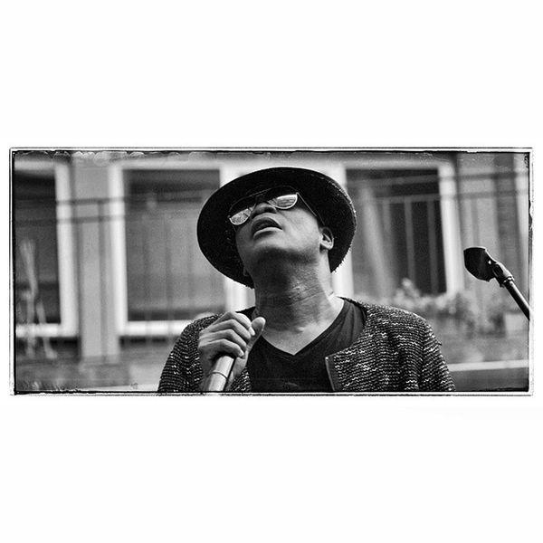 Singer  Cantante Showman Party fiesta festival festivo tamronsp90mm dxformat portrait tamronlenses blackandwhite blancoynegro Barcelona, junio 2015.