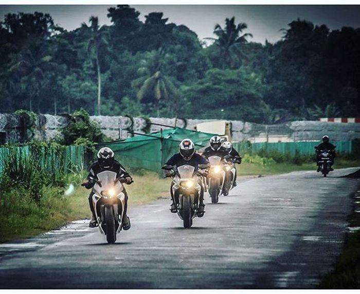 One LasT Ride🏁😍😉😎 Ktmworld Ktmclub Rc_reiters KTMRacing Ktm Baby Bigboystoy Ktmrc390 Ktmrc200 Street Race Travel Fun Friendsride Motorcyclemafia Bikeswithoutlimits Bikestagram 😍😙😘😉😊
