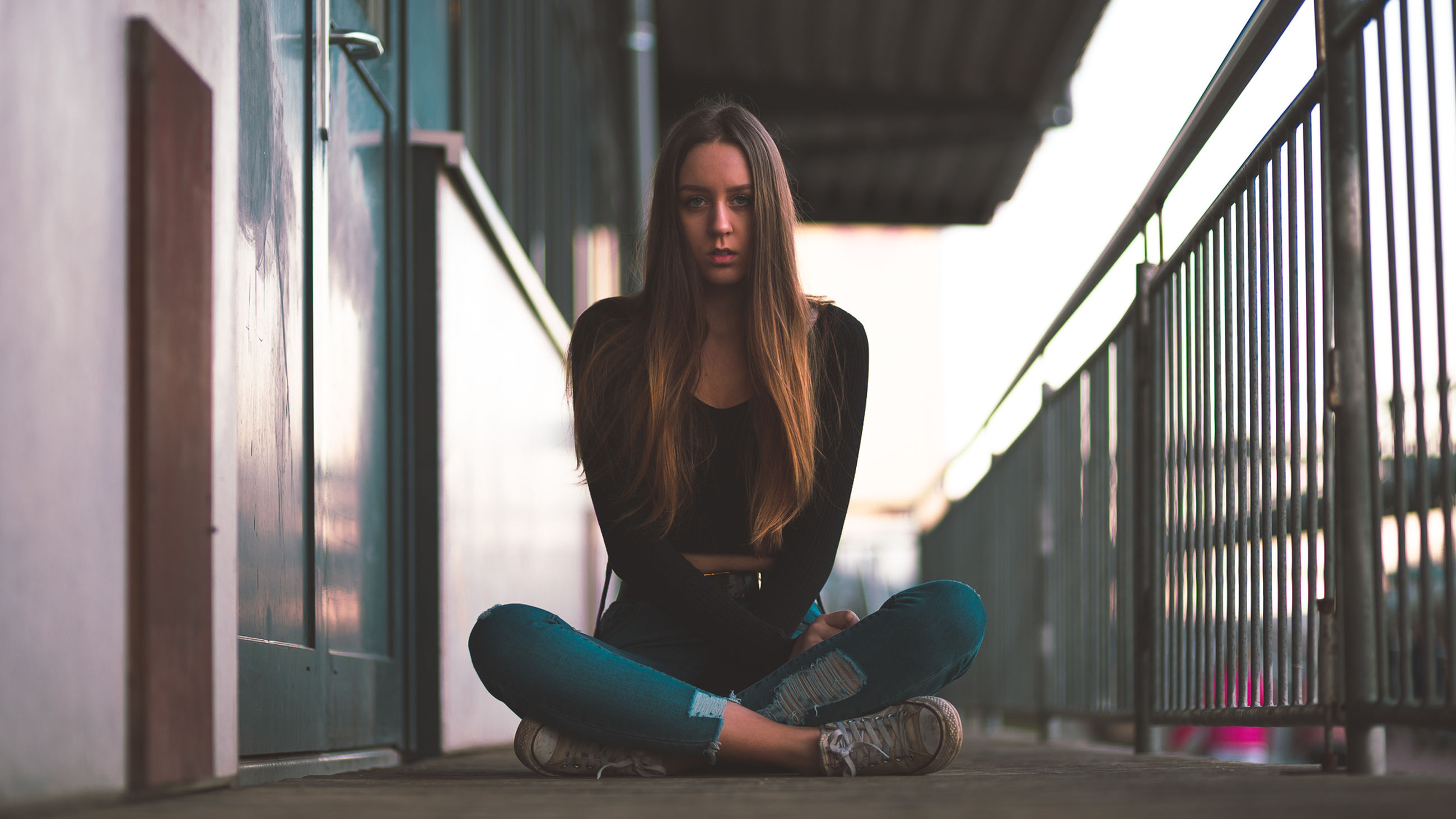one person, real people, young adult, young women, full length, front view, lifestyles, sitting, long hair, indoors, leisure activity, sport, day, women, beauty, beautiful woman, casual clothing, hairstyle