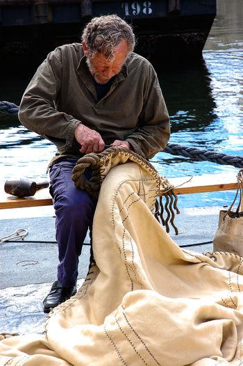 Escale du Götheborg à Brest Brest Crewlife Escale Front View Marin Marine à Voile Occupation Old Ship Person Real People Sail Sailor Sitting The Ship Götheborg Tonnerre De Brest 2012 Vieux Gréement Young Adult