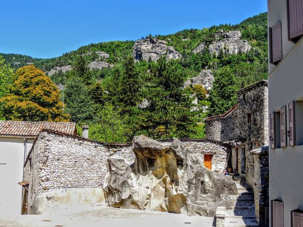 Provence Provence Alpes Cote D´Azur Provence-Alpes-Cote D'Azur Architecture Beauty In Nature Building Exterior Built Structure Clear Sky Day House Mountain Nature No People Outdoors Provence Village Provencealpescôtedazur Rock - Object Sky Tree Water