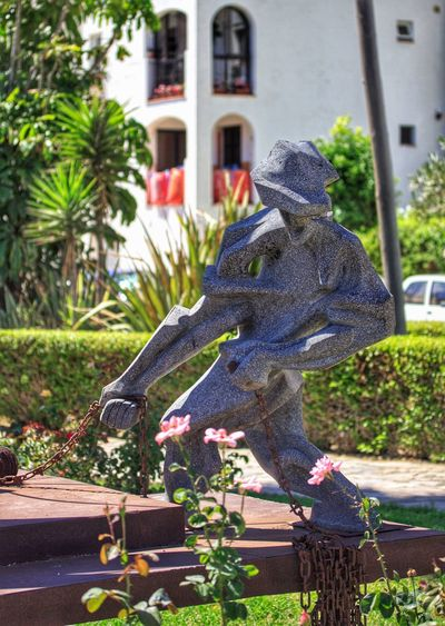 Focus On Foreground Memories Statue Statue In The City Statues And Monuments Statues In The Park Statues/sculptures Statue Lover Statuegarden Sabanillas, Costa Del Sol Statue In Sabanillas Sabanillas Beach Monument Monuments Modern Art Statue Modern Art Modernart Monuments And Statues Statue Of Sailor