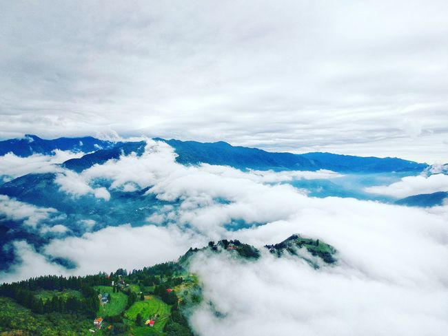 Nature Photography Tree Drone View Drone Photography Sea Of clouds Drone Shot Cloudporn Clouds And Sky Outdoors Nature Mountain Sky Cloudscape Clouds Mountain Range Landscape Fog Beauty In Nature Scenics High Angle View Tranquility Tea Crop Cloud - Sky Nature