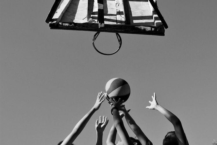 Rebound Basketball - Sport Basketball Hoop Sport Hanging Scoring A Goal Sky Close-up