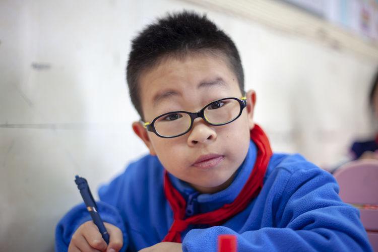 Human Hand Eyeglasses  Child Portrait Headshot Student Boys Males  Learning Warm Clothing