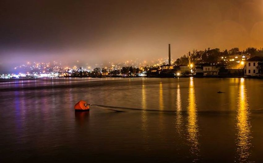 Istanbul Benimkadrajım Objektifimden Istanbuldayasam Photooftheday Canon Aniyakala Gununkaresi Objektifimdenyansiyanlar Sea Night Citylights City Canonphotography
