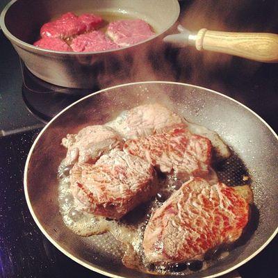lets eat meat #pommedesgarcons #pdg #dinner /w #friends #meat #beef #foodlove #foodporn #burger #time Dinner Friends Time Meat Burger Foodporn Beef Pdg Pommedesgarcons Foodlove