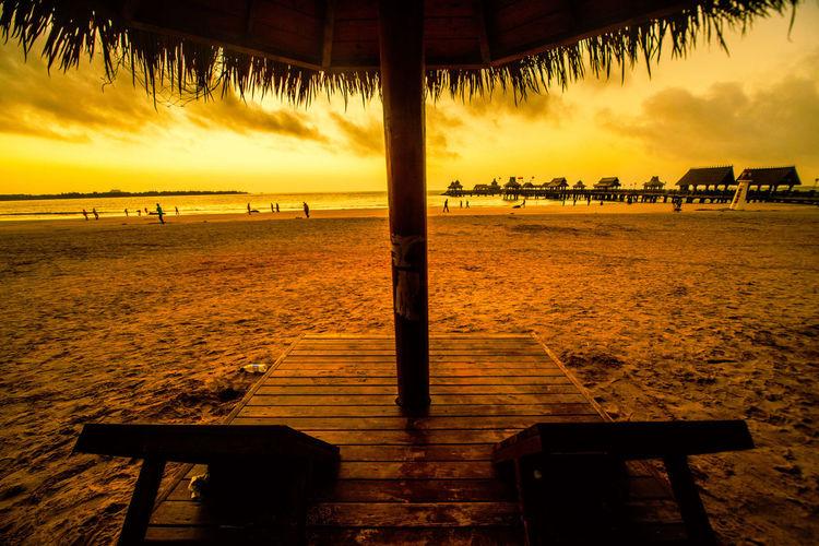 海天如此宽广,沙滩上边一躺,听听潮起潮去,看看人来人往。 beach Beach Sea Sky Seat Morning Sunrise Sunset Chair