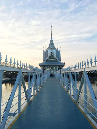 View of golden gate bridge against sky