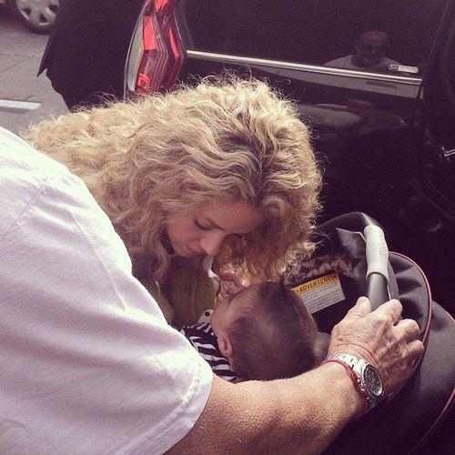 Shakira e Milan no Aeroporto Galeão no Rio de Janeiro! ShakiaBrasil