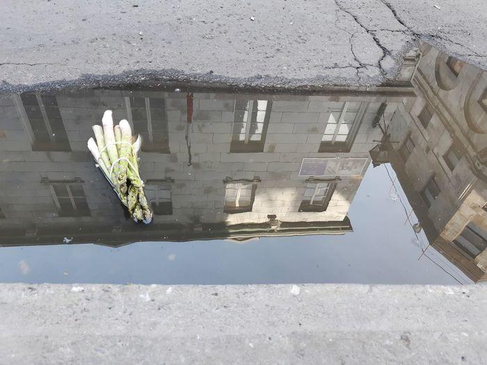 À Montréal Asperges Street Water Architecture Building Exterior Built Structure