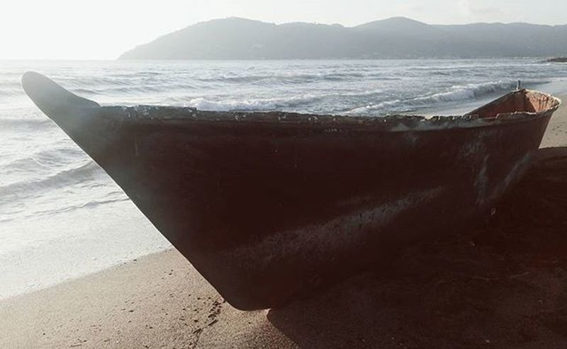 Carrara MarinadiCarrara Mare Beach Playa Winter Barça Boat Pictureoftheday Picoftheday Photooftheday Instagood Instamood Instadaily Instaday Igers Like4like Likeforlike Tagsforlikes L4l F4F