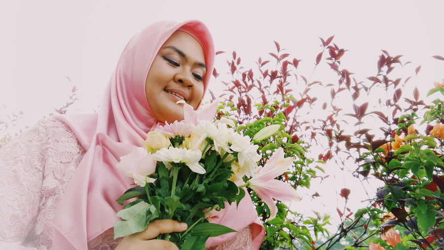 Ma bestie 💃 Flower One Person Only Women Adults Only Adult One Woman Only Nature People Headshot Plant Beauty Day Growth Smiling Close-up Freshness Outdoors Beautiful Woman One Young Woman Only Flower Head Pink Flower 🌸 Fragility Pink Flower Pink Beauty In Nature