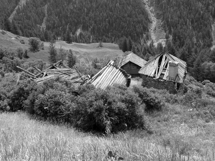 Hameau abandonné du Peynin Bnw_lostplaces Bnw_fiday_eyeemchallenge Architecture Built Structure Landscape Environment No People Abandoned Village