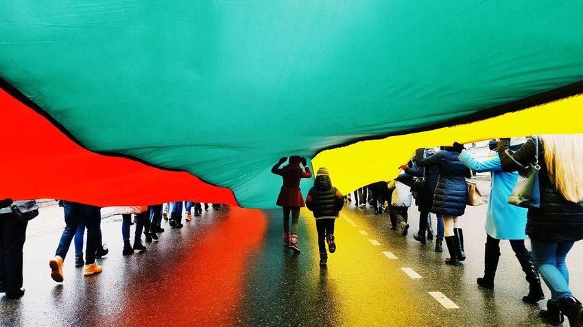 Lifestyles 2016 Lithuania Photography Photo Colour Of Life Vscolithuania Run Kovo11 Flag Šiauliai People Samsungphotography Samsung Galaxy S6