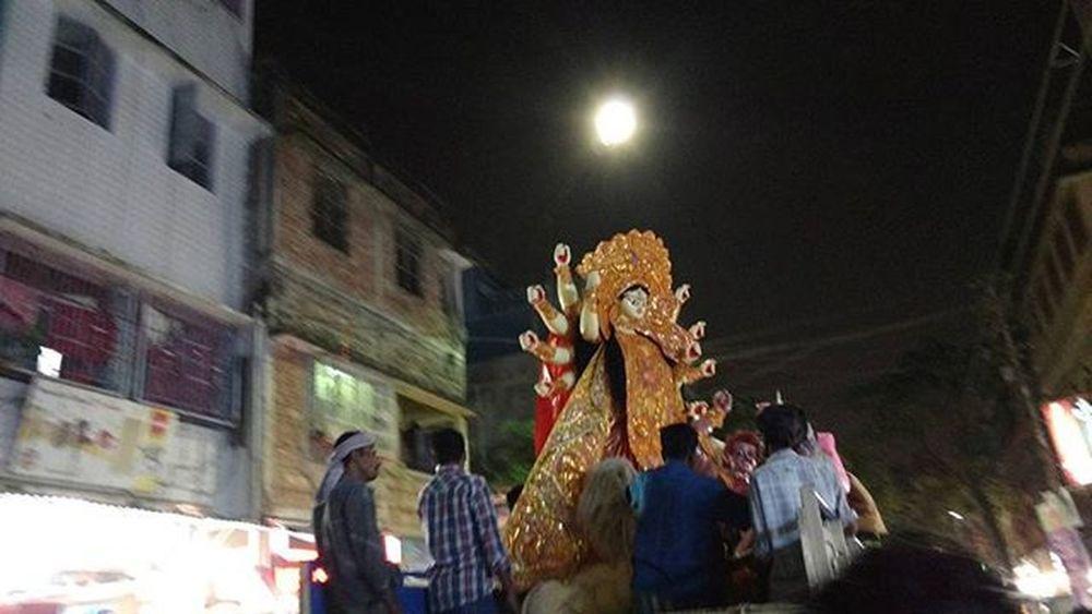 The biggest Festival of Bengal Durgapuja Street Photooftheday Mypixeldiary Motoxplay Igers IGDaily Igkolkata Igindia Calcutta Nofilter Noedit Vscocam Calcutta Up Close Street Photography