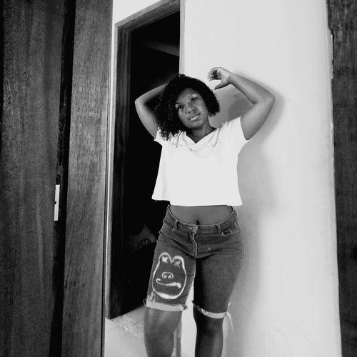 Nov.2017 Siga-me F026 Beauty Rio De Janeiro, Brazil Brasileira  Hello EyeEm Photo Eyeem Photography Enjoyment Enjoy Life Color Photography 😆 Negrabrasileira Cabelo Azul :3 Dia De Sol (: Black And White Photography Real People Beautiful Woman Cacheada😍 One Person Blue Hair