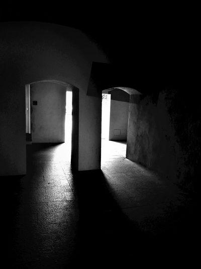 Darkness Darkness And Light Light And Shadow Blancoynegro Blackandwhite Monochrome Blacoynegro EyeEm Best Shots Taking Photos Streetphotography