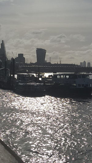 EyeEm Gallery Eye4photography  Check This Out Sunrise Morning Walk London Londonlife Outdoors The Thames Boats River Riverside Riverbank River View Victoria Embankment Eyeem Market Commercial London Lifestyle