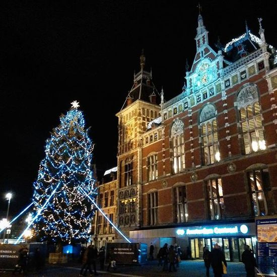 What a view! Christmas Christmastime Nofilter Iamamsterdam Amsterdam Amsterdamstation AmsterdamCentralStation Amstagram Amazing Beautiful Cities Eurogram Europe Europhoto Insteurope Magicworld Souvenir World