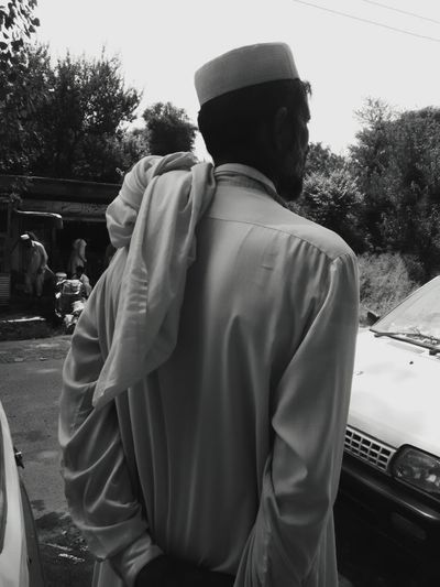 Man Car Shop Crowd Waiting Trees Blackandwhite The Street Photographer - 2018 EyeEm Awards