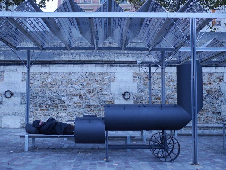 Homme tube Cold Homme Canon Homme Chaudiere Homme Endormi Oblivious  Serenity Sur Les Quais Surréaliste