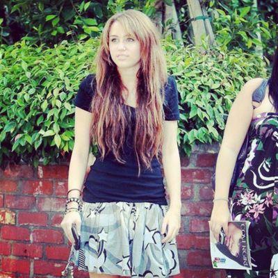@mileycyrus @linilove0o Smiler Smilers Milesbians Mileyisnotugly mileycyrus NoHateForMiley