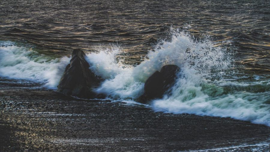 Waves splashing in sea
