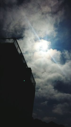 Día Soleado Nubes Blancas Halo Solar Beautiful Nature Obra De Deus Grandes Son Tus Obras Happyday Paraguayfotografias Naturaleza Urbana Un Poco De Frío
