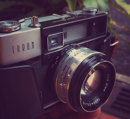 Retro Styled Photography Themes Old-fashioned Camera - Photographic Equipment Old Close-up Arts Culture And Entertainment Taron Auto EE Rangefinder 35mm Camera/Taronar 45mm F/1.8 LensTAron Auto EE Rangefinder 35mm Camera/Taronar 45mm F/1.8 Lens