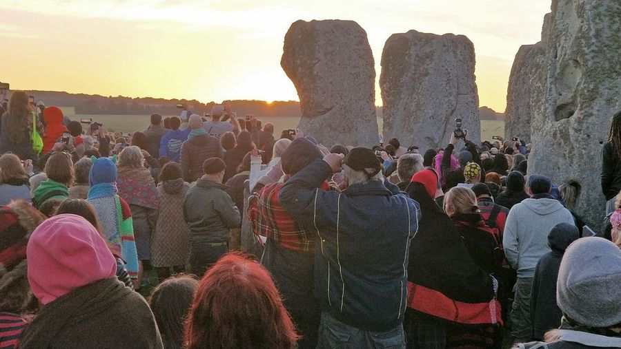 Solstice Sunrise 2018 Sunrise Sunrise_sunsets_aroundworld Summer Solstice Religious Place Gathering Large Crowd Large Group Of People Religious Event Crowd Togetherness Multi Colored Sky Festival Place Of Worship Spirituality