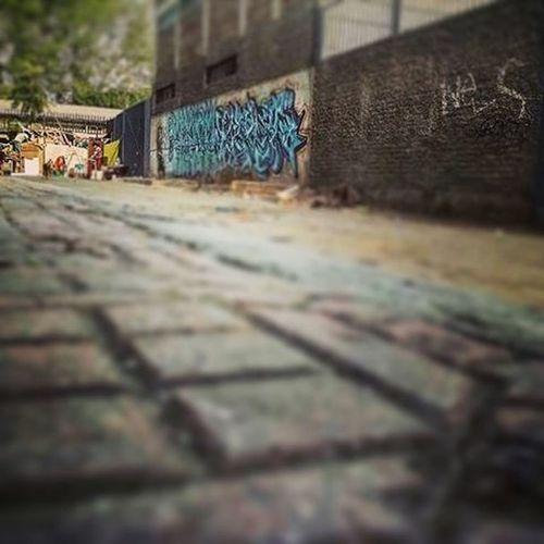 A veces caminando vez otro santiago vez realidades que de sólo hacer el ejercicio de imaginarte en esas circunstancias pienso y agradezco a mi vieja ...Graciasmai Agradecido Streetview Recoleta AvLaPaz