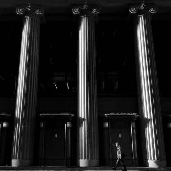 Evening stroll Chicago Streetphotography Blackandwhite Walking Built Structure Architecture Real People Architectural Column
