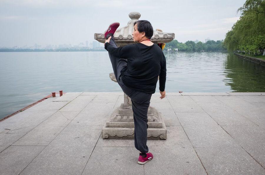 Snaps @ Hangzhou China 2016 The Street Photographer - 2016 EyeEm Awards Fujifilm X70 Showcase : June Streetphotography Street Photography Streetphoto_color The Week On Eyem China Hangzhou Snapshots Of Life Streettogs Taking Photos Westlake