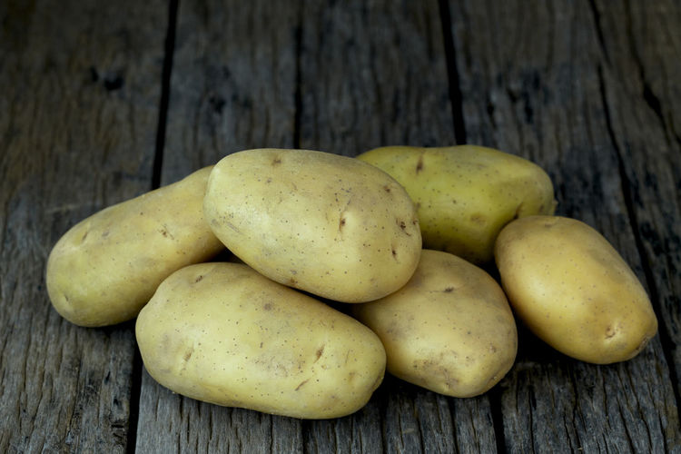 Potato Wooden Fresh Potatoes Background Table Old Food Raw Nutrition Wood Harvest Healthy Vegetable Organic Agriculture Rustic Brown Pile Ingredient Root Vegetarian Natural Farm Top View Group Heap Sack Diet Produce Many Yellow Cooking Dark Rural Uncooked Burlap Tuber Dirty Wood - Material Food And Drink Healthy Eating Freshness Wellbeing Still Life Close-up No People Fruit High Angle View Group Of Objects Green Color Day Indoors  Raw Food Medium Group Of Objects Vegetarian Food