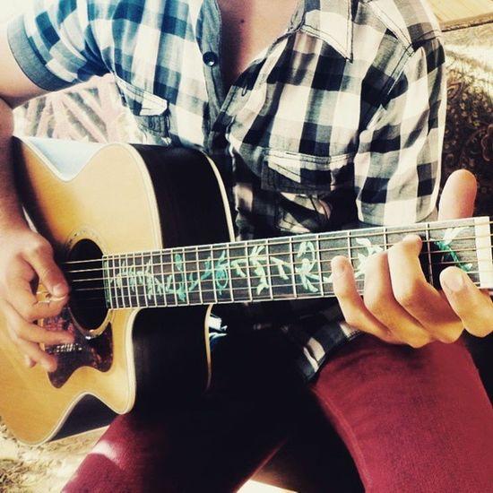 Guitarra nueva y enchulada lista para la acción *_*! Newmusic  Beutifullmusic Thebesthobby Thebesttherapy Guitarispassion Chilemusica Chilemusic Guitarlove Waldenguitars <3