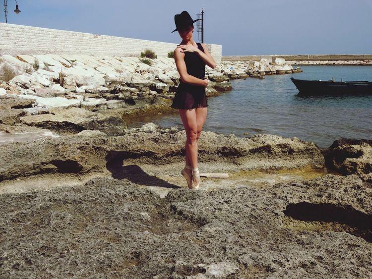 Taking Photos Www.lasinfoniadellabellezza.it Puglia Street Fashion Ballerina Beautiful Mare