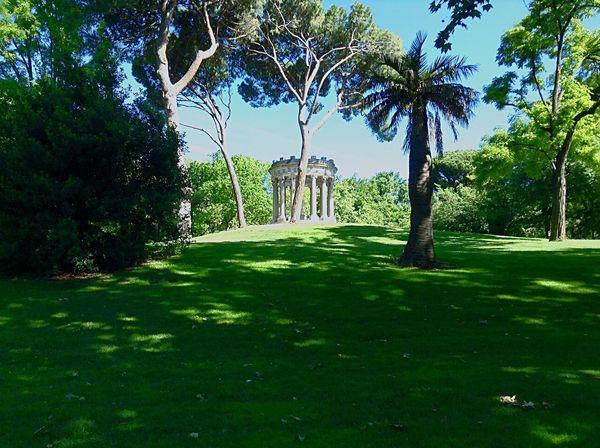 El Parque del Capricho de Madrid.Bello y con mucha historia. Allí pasó largas temporadas el genial pintor Francisco de Goya y Lucientes.